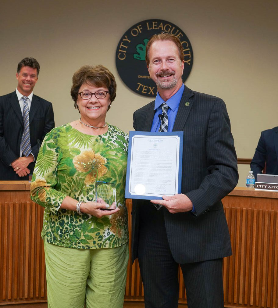 Cheryl Scott is presented the Above and Beyond Award by League City Mayor Tim Paulissen during the Aug. 25 City Council meeting for her volunteerism efforts with the League City Animal Shelter.